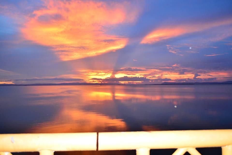 ชมพระอาทิตย์ตกดิน -กินปลาชุมชนเล่าเรื่องที่เขื่อนอุบลรัตน์ ขอนแก่น