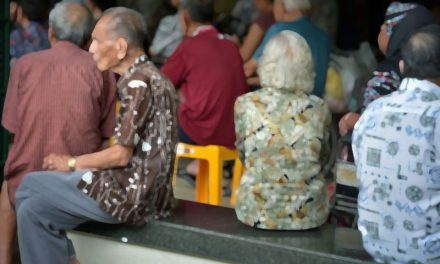สถ.ย้ำ'เบี้ยยังชีพ'ผู้สูงอายุมีสิทธิ์เลือกรับเงินสดได้ ไม่บังคับต้องเข้าบัญชีธนาคาร