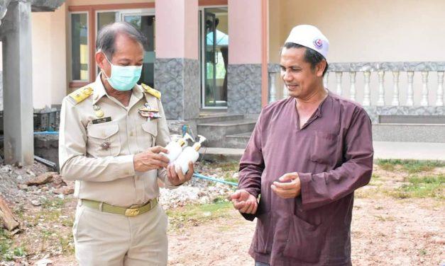 สงขลาตาสับปะรด คนตำบลปริกจับมือป้องกันชุมชน